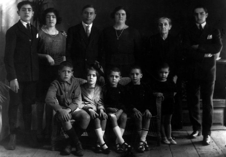 l diputado Luis Rodríguez de la Sierra Figueroa y su hijo Guetón, ambos desaparecidos, junto con el resto de la familia, también represaliada. (Familia de Luis Rodríguez de la Sierra Figueroa)
