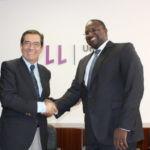 Antonio Martinón y Amadou Sall tras la firma del acuerdo de colaboración de la ULL con el Institut Pasteur de Dakar.
