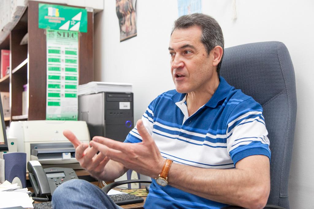 Manuel Ferraz Lorenzo investiga la ciudadanía a partir de los libros de texto.