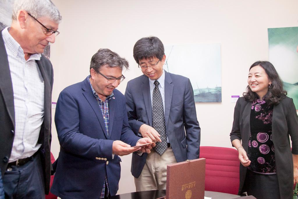 Una delegación de la universidad china de Dalián visitó la ULL para estudiar posibles vías de colaboración
