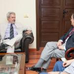 Paulo Speller (i) y Antonio Martinón durante la entrevista que mantuvieron.