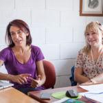 Vittoria Pischedda (i) y Silvana Radescu, investigaodras sobre las propiedades de los materiales basados en carbono.