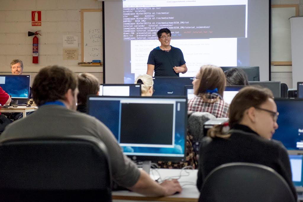 Los estudiantes de la Escuela de Invierno de la ULL y el IAC hacen prácticas en Física