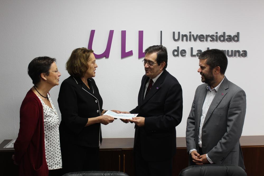La ONG Acufade recibe la donación del Concierto de Navidad por parte de la ULL