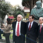 De izquierda a derecha: Isidoro Sánchez, Antonio Martinón y Juan Cullen durante la ofrenda a Agustín de Betancourt, el pasado 1 de febrero en Puerto de la Cruz.