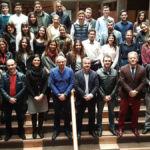 """Alumnado y autoridades participantes en el """"final pitch"""" de Demola Canarias celebrado en la ULL"""