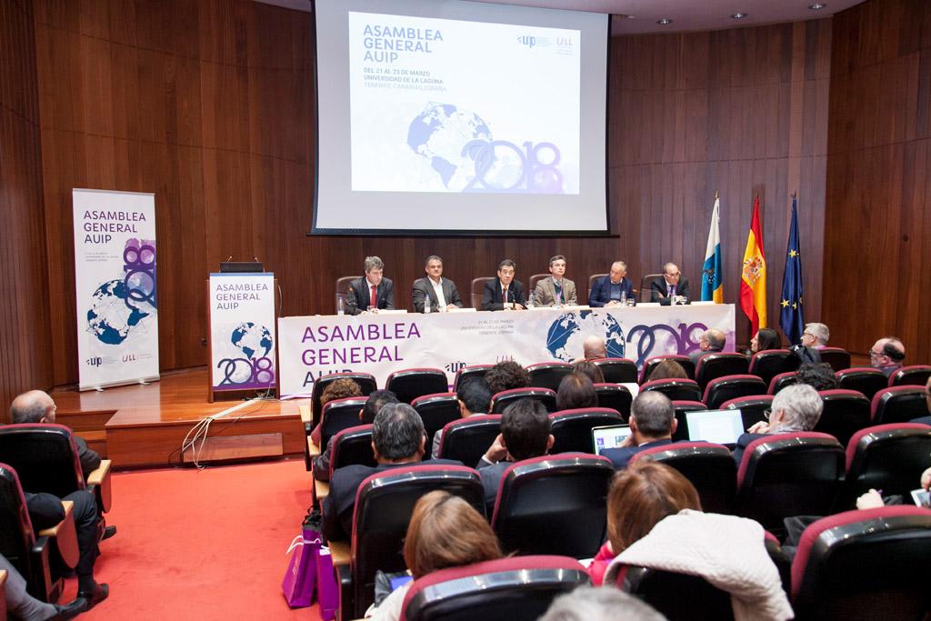 Autoridades en la inauguración de la reunión de la AUIP en la ULL