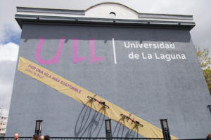 Instalación en la fachada uiversitaria con motivo de Biciabril 2018.