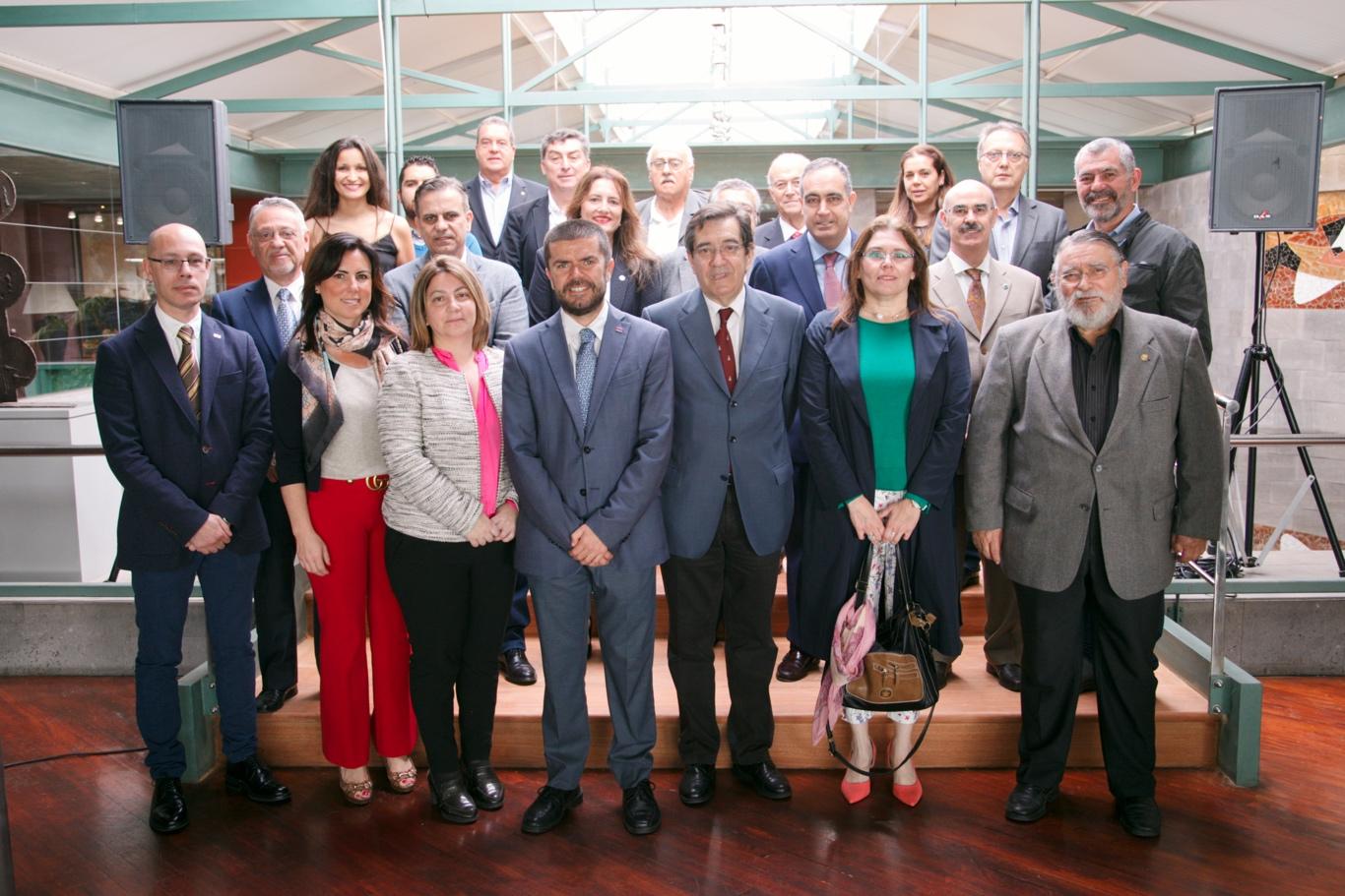 La Universidad de La Laguna se reúne con los colegios profesionales