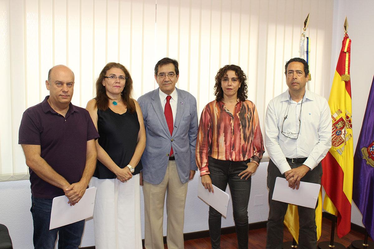 Alfonso Ruiz toma posesión como decano de Bellas Artes de la ULL
