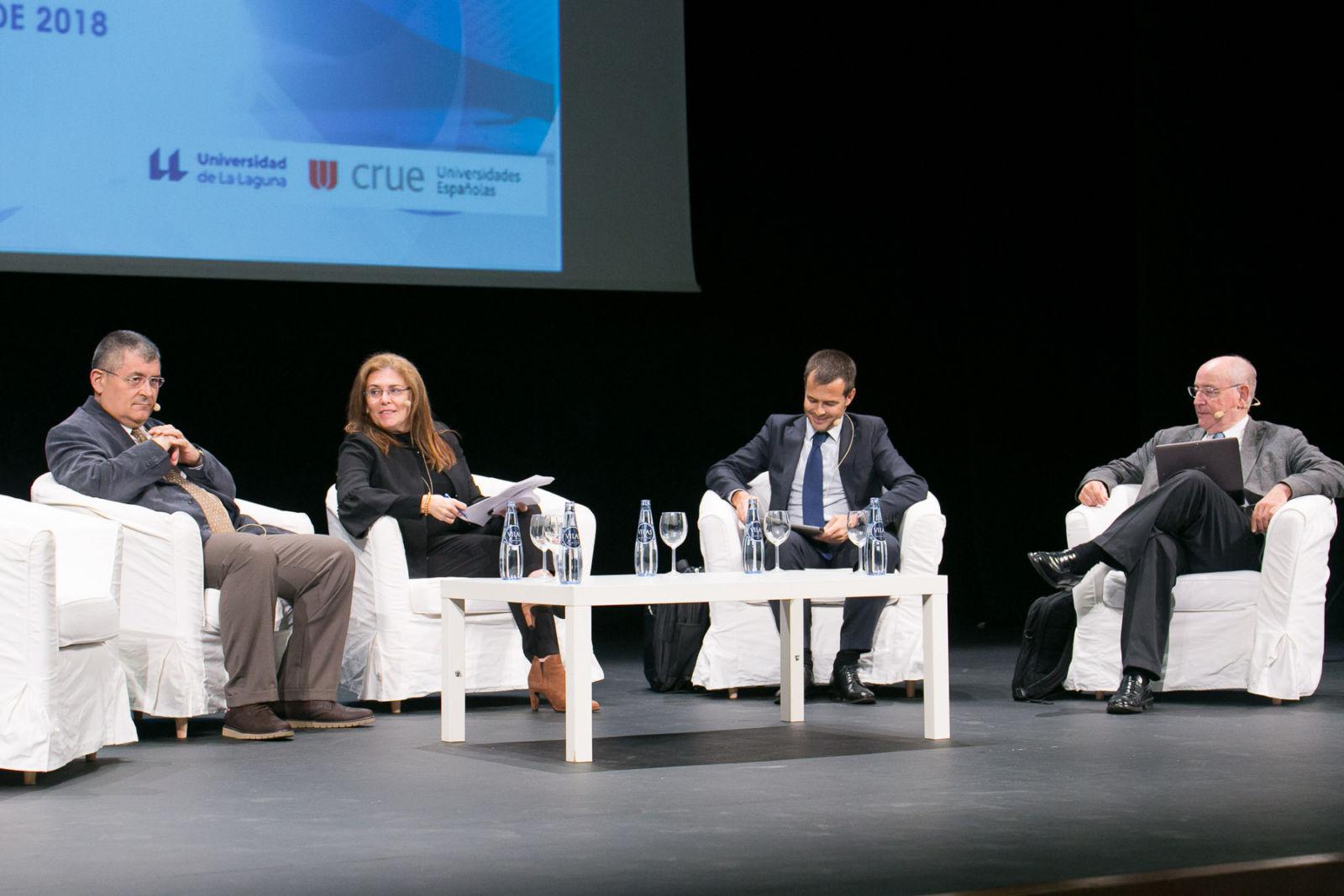 La protección de datos y el valor de la transparencia, a debate en la reunión nacional de gerentes en la ULL