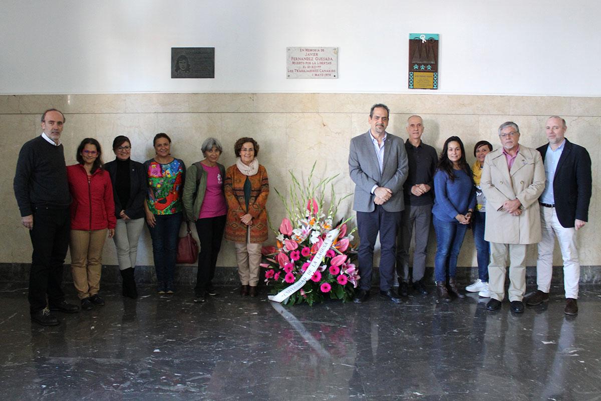Foto de los presentes en el homenaje a Javier Fernández Quesada
