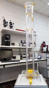 Dispositivo para el estudio de la caída de cuerpos a presión controlada