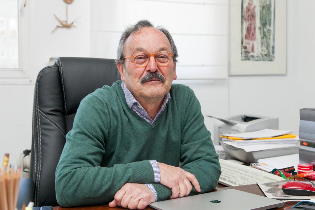 Dimas Martín en su desacho del Campus de Guajara.