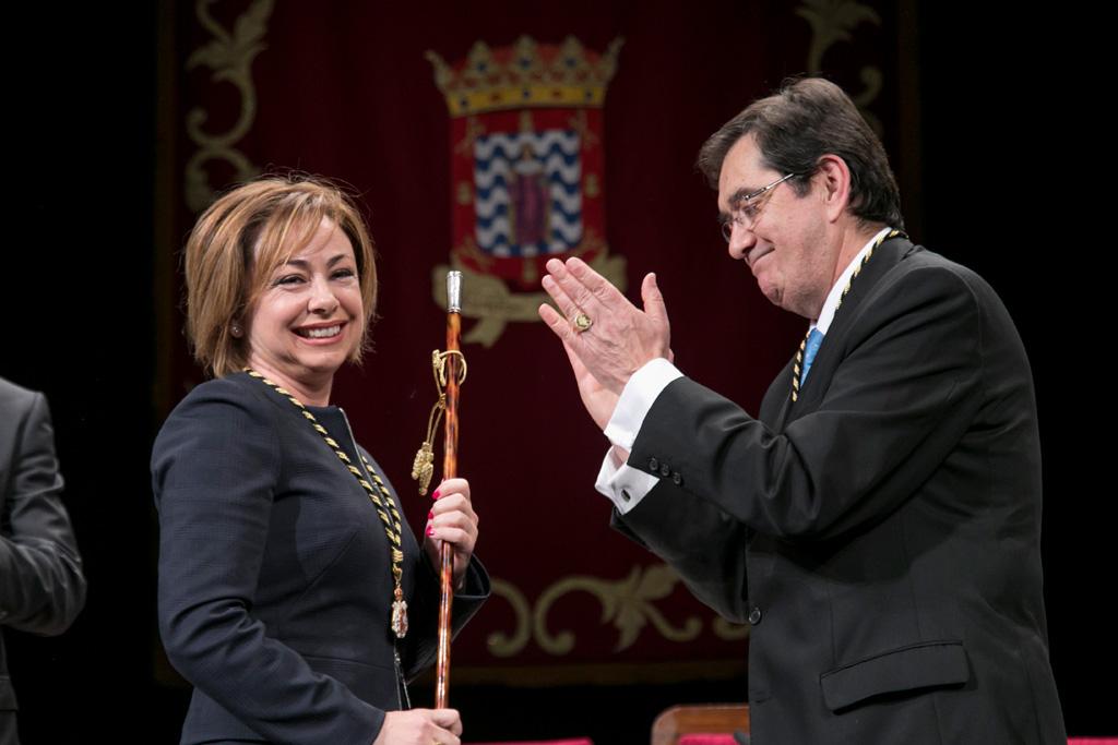 Resultado de imagen de Aguilar apela a la transformación de la ULL y al valor de las personas en su toma de posesión como rectora