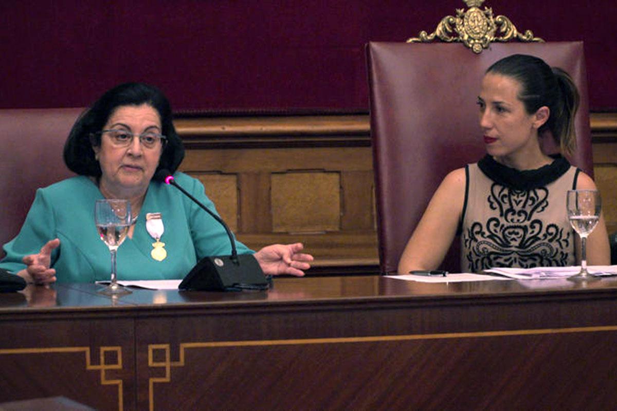 Rosario Álvarez con la alcaldesa Patricia Hernández.