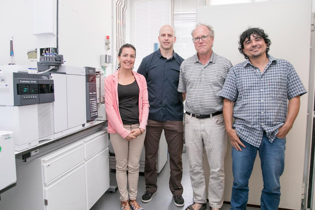 Carolina Mallol, los estadounidenses Giedon Hartman y Jay Quade, y el colombiano Juan Carlos Loaiza, antes del inicio del seminario