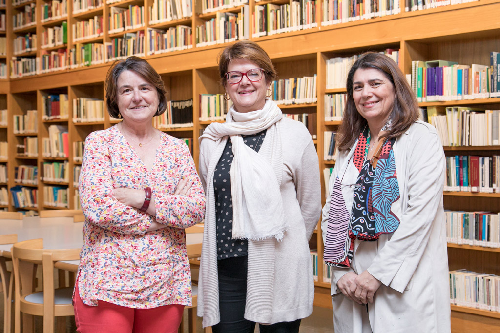 Imagen de las responsables d elos legados y fonds especiales de la biblioteca