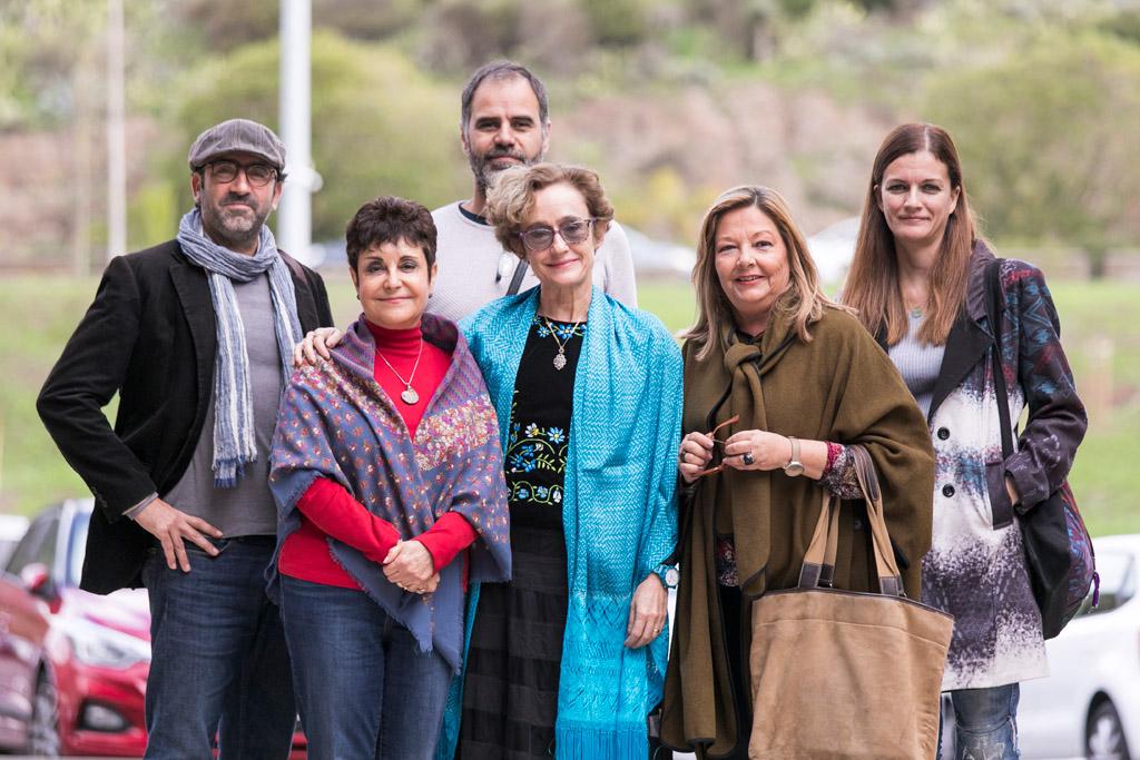 Verónica Vázquez y Ana Rosa Moreno, en el centro, junto a otras personas participantes en el encuentro de presentación de resultados del programa Envite 2030: Tenerife, isla ODS