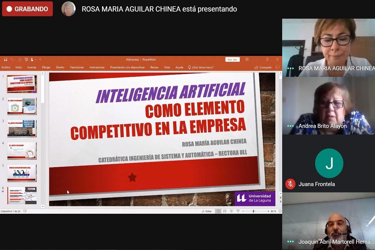 Intervención de la rectora durante este seminario online sobre transformación digital.