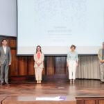 Foto de todos los participantes en el acto de presentación.