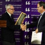 El enólogo Juan Jesús Méndez recogiendo el galardón en la edición 2019