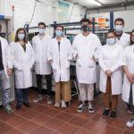 grupo que trabaja en un proyecto internacional para mejorar la eficiencia de la pila de combustible