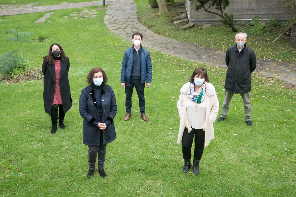 De izquerda a derecha, primera fila: Carmen Barreto, Carmen Rodríguez. Segunda fila: Pilar Foronda, Fernado Lahoz, José Fariña.