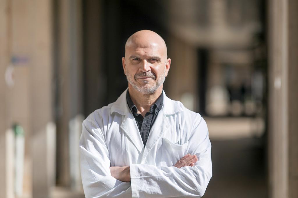 Ángel Acebes Vindel, fotografiado en la Sección de Medicina de la Facultad de Ciencias de la Salud