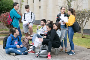 Imagen de archivo de estudiantes en la ULL durante la EBAU de 2019.
