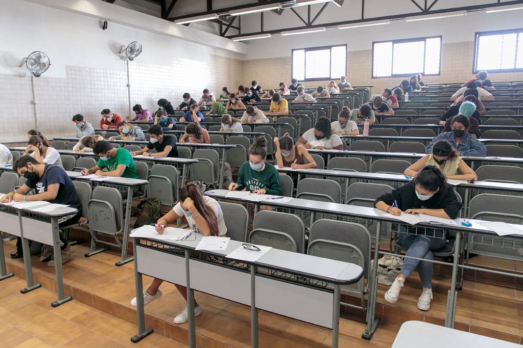 Estudiantes en la ULL durante la EBAU