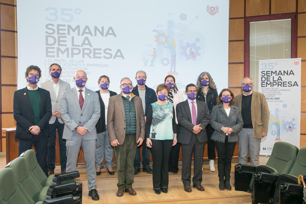 Foto de grupo de los participantes en este encuentro que se retransmitió online.