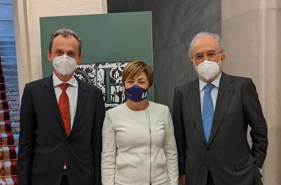 De izquierda a derecha, Pedro Duque, Rosa Aguilar y Santiago Muñoz.