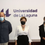 Tomas Mesa (i), Rosa Aguilar (c) y Patricia Perdomo (d) durante la visita la rectorado.