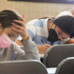 Foto de archivo de estudiantes realizando los exámenes de la EBAU en julio de 2021