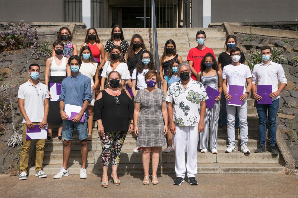 Foto de grupo del alumnado con mejores notas de la EBAU