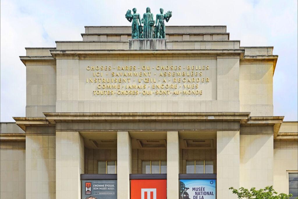 Fachada del Museo del Hombre en París.